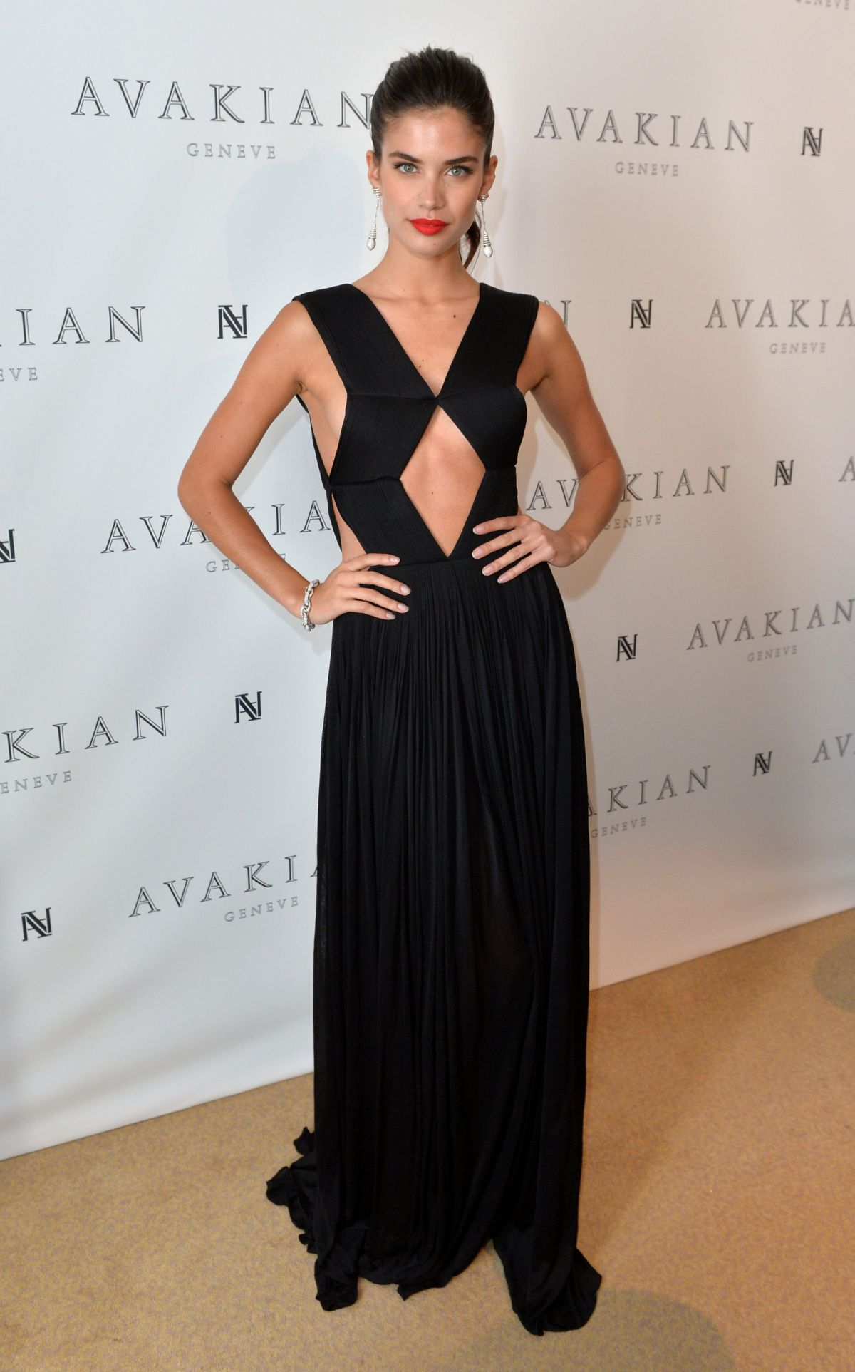 sara-sampaio-at-avakian-suite-in-cannes_12